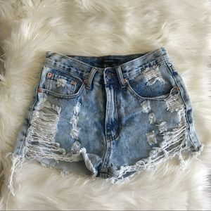 Forever 21 distressed light wash Jean shorts s